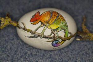 Inkubieren angemaltes Ei